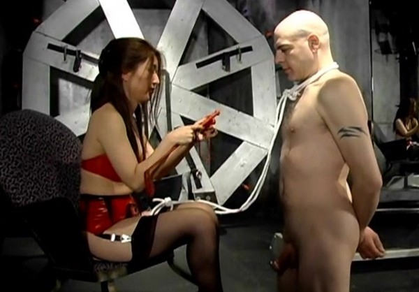 Man punished through cleaning her mistress' filthy ass